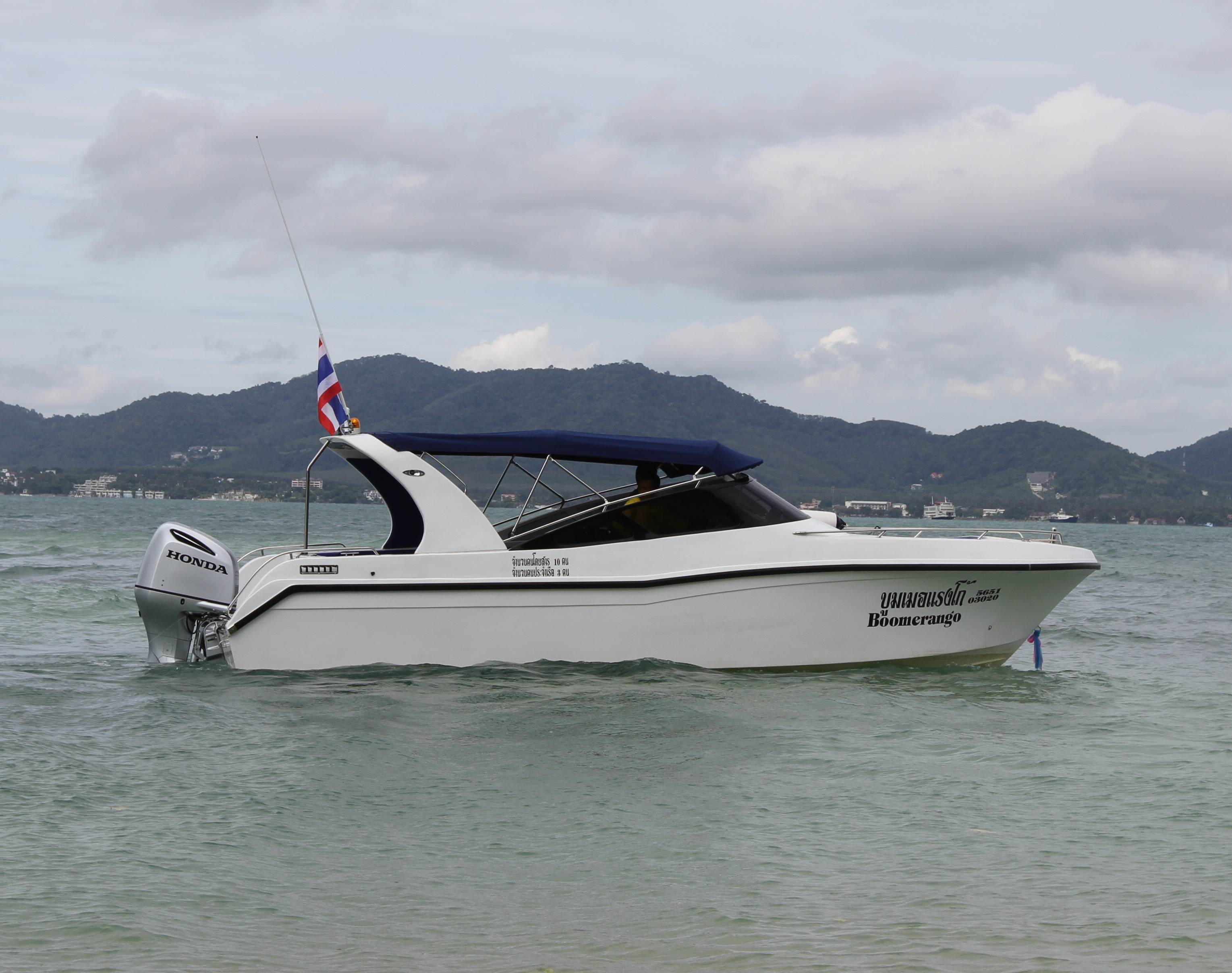 One engine speed boat for daily tours / starting from 18,500 baht/day
