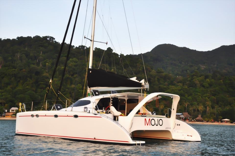 Luxury Catamaran for daily and weekly tours