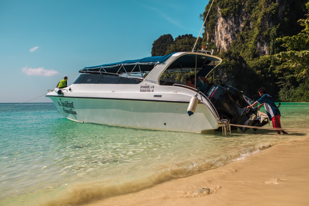Two engines speed boat for daily tours / starting from 26,000 baht/day