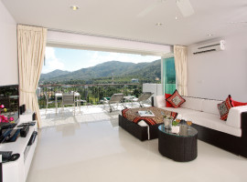 3 Bedroom Penthouse with Jacuzzi in Surin